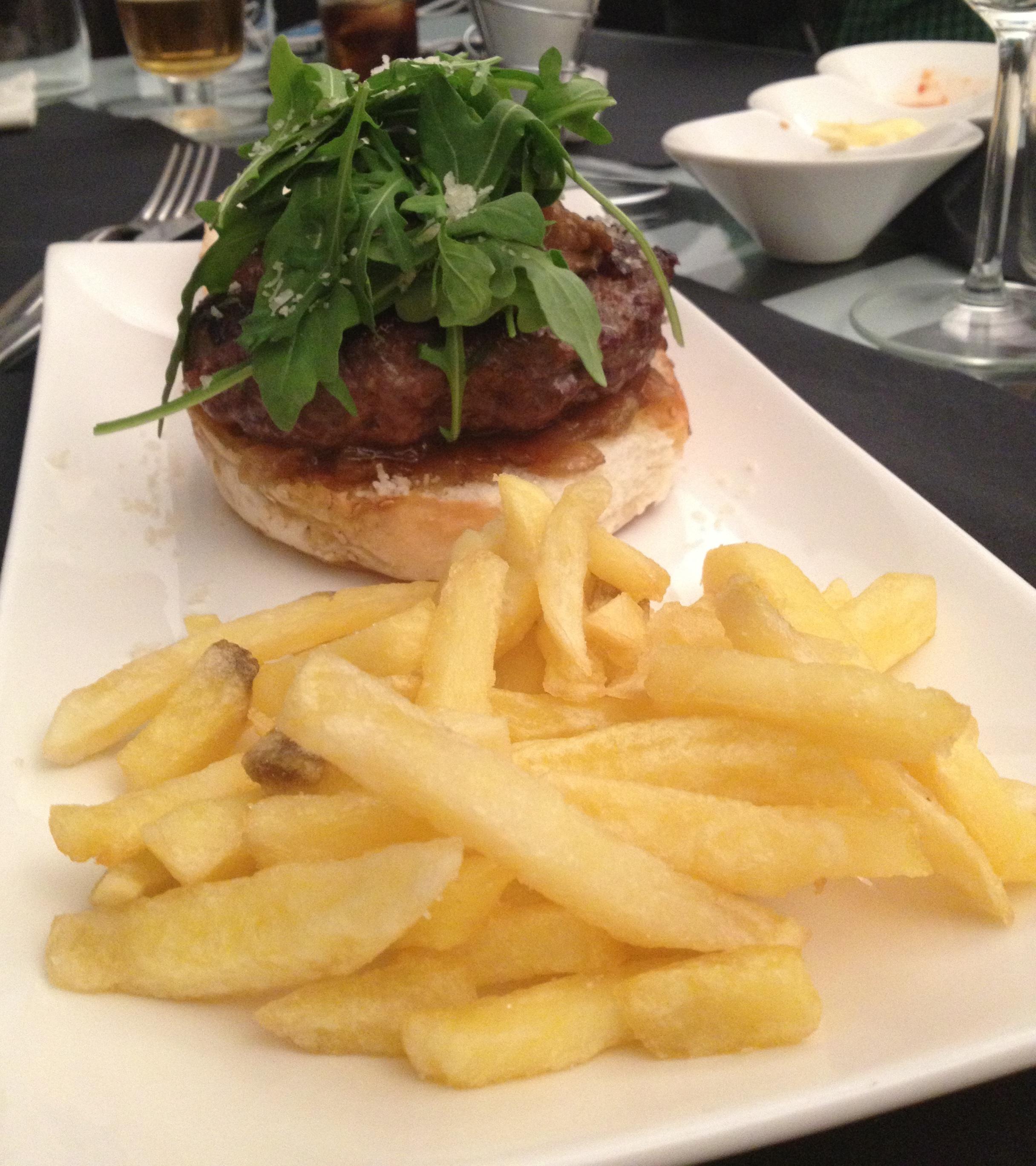 La preciosa y deliciosa hamburguesa Elvis
